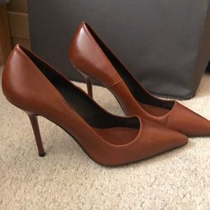Pointy toe high heel pump